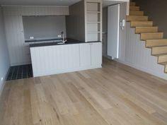 Appartement te koop in Knokke - 2 slaapkamers - 86m² - 589 000 € - Logic-immo.be - Prachtig afgewerkt duplex-appartement in de nieuwbouw residentie Zoutepalace te Knokke, gelegen op de Zoutelaan.  Indeling: inkomhall voorzien van ingemaakte kasten,gastentoilet, woonkamer, halfopen ...