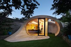 Office Architecture platform 5 architects: shoffice (shed + office) Wonder if this would work in my back yard? platform 5 architects: shoffice (shed + office) Shed Office, Office Pods, Backyard Office, Garden Office, Outdoor Office, Backyard Ideas, Office Entrance, Backyard Designs, Home Office
