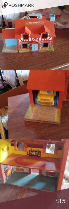 Fisher Price doll house - very good condition Very good condition a Fisher Price doll house.  Fun for the little ones to play with little people. Fisher Price Other