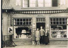 Hilversum. De Erfgooiersstraat nr 5 (toen nog Erfgooiersplein) omstreeks 1938 (1e foto) en omstreeks 1946 (2e foto). Daaronder een recente foto (1970) van hetzelfde pand. we sluiten af met een foto uit 2014.