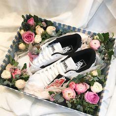 Flower Box Gift, Flower Boxes, Birthday Goals, Flower Packaging, Sweet Box, Wedding Altars, Flower Cupcakes, Gift Baskets, Flower Designs