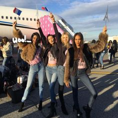 Kendall Jenner & Bella Hadid shared pic before heading off To Paris for the Victoria's Secret Fashion Show!