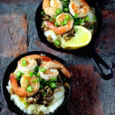 "Shrimp and Grits in Mini Cast Iron Skillets Whether it's the charming presentation in mini cast iron skillets, or the fact that the time to prepare this ""fisherman's breakfast"" originally from the Carolina Low Country is less than 15 minutes -. Best Cast Iron Skillet, Cast Iron Skillet Cooking, Iron Skillet Recipes, Cast Iron Recipes, Skillet Meals, Baked Breakfast Recipes, Breakfast Skillet, Eat Breakfast, Cast Iron Chicken"