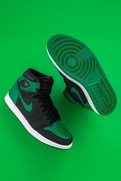 "Available nearly: Air Jordan 1 High ""Pine Green."" In stock and ready to ship while supplies last at Stadium Goods. Jordan Shoes Girls, Jordans Girls, Air Jordan Shoes, Girls Shoes, Sneakers Wallpaper, Shoes Wallpaper, Nike Air Shoes, Black Nike Shoes, Neon Shoes"