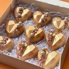 Chocolate Hearts, Chocolate Molds, Chocolate Desserts, Chocolate Wrapping, Heart Cakes, Beautiful Cupcakes, Cake Business, Fancy Desserts, Chocolate Covered Strawberries