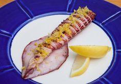 Lula com aspargos grelhados: prato perfeito pro almoço pós-praia. A receita é do restaurante grego MYK, de São Paulo. Vem ver a receita! (Foto: Divulgação/Lufe Gomes)