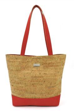 """Korktasche / Shoppingtasche """"Holidays"""". Nachhaltig und fair, von CorkLane mit Reissverschluss und Trageriemen. Farbe: Stars. Handgefertigt in Portugal. Faire Mode aus natürlichem Korkstoff. Damit du alles dabei hast unterwegs. Nachhaltige Tasche aus nachwachsendem Naturstoff. Mehr Korkprodukte: www.korkeria.ch #handtasche #nachhaltigemode #korkprodukte #kork #korktasche Tote Bag, Portugal, Partner, Bags, Fashion Styles, Vegan Handbags, Vegan Products, Leather Bag, Handmade"""