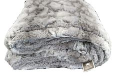 Our Snow Giraffe blanket is available in Micro-fleece and Faux Fur material. These Blankets are ultra-soft, cozy and warm fill the void in the home luxury faux fur/Micro-fleece market at an affordable Faux Fur Blanket, Faux Fur Throw, Giraffe Blanket, Faux Fur Material, Fleece Throw, Winter House, Cozy Blankets, My New Room, Linen Bedding