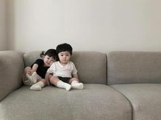 Best of kids fashion Cute Asian Babies, Korean Babies, Asian Kids, Cute Babies, Twin Baby Boys, Twin Babies, Baby Kids, Twin Baby Photos, Cute Baby Girl Pictures