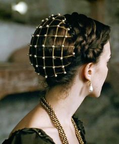 Beauty & The Beast shared by jinx on We Heart It Renaissance Hairstyles, Historical Hairstyles, Vintage Hairstyles, Cool Hairstyles, Fantasy Hairstyles, Mode Renaissance, Italian Renaissance, Hair Reference, Hair Art
