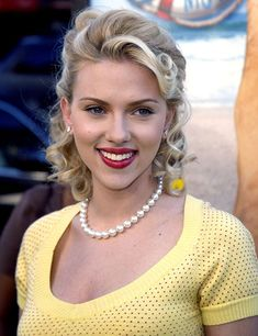 38 Beautiful Scarlett Johansson Hairstyles You Need To Check Out!