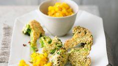 Das Mangochutney verleiht dem gebackenen Brokkoli eine lecker-fruchtige Note: Brokkoli im Sesammantel mit Mango   http://eatsmarter.de/rezepte/brokkoli-im-sesammantel-mit-mango