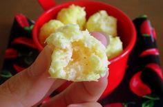 Parece pão de queijo, mas não é! Nuvens de queijo é um petisco leve e fácil de preparar.
