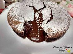 Torta con cuore caldo al cioccolato, un dolce dalle mille emozioni, un caldo e morbido cuore di cioccolata per una torta piena d'amore