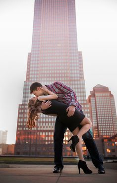 Love this romantic city engagement photo! So cute. Engagement photography | city engagement photos | couples photography