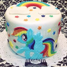 Rainbow Dash cake. www.sweetcoutures.com.mx #cake #mylittlepony #rainbowdash