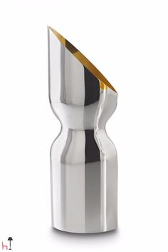 Diagramma Obliquo jug by De Vecchi is made of silver-coated brass and pure gold.