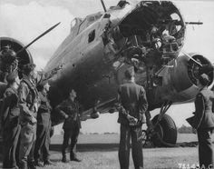 Bomber B-17 «Queen of Hearts» with mangled nose [2]