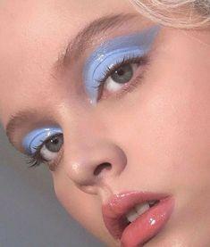 Olhos azuis: aposte no azul para valorizar a maquiagem - Ju Rakoza #BeautyRoutineCalendar Makeup Trends, Makeup Inspo, Makeup Art, Makeup Inspiration, Beauty Makeup, Hair Makeup, Makeup Ideas, Makeup Tips, Makeup Geek