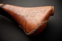 Leh Seats || Selle Italia Turbo Saddle with wingtip & baseball stitch design