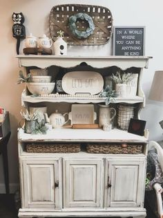 But in yellow teal and brown 💛 kitchen in 2019 кухня Kitchen Hutch, Farmhouse Kitchen Decor, Kitchen Dining, Dining Room, Bakers Rack Decorating, Decorating A Hutch, Decorating Ideas, Buffet, Farmhouse Bakers Racks