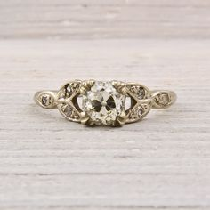 vintage engagement ring, i love the flowery or leafy details
