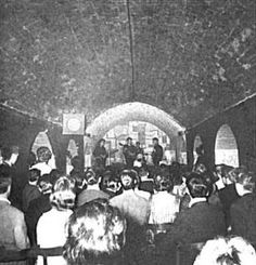 1961 - George Harrison, Paul McCartney, Pete Best and John Lennon, The Cavern… The Beatles Live, Les Beatles, Beatles Trivia, Beatles Bible, Beatles Guitar, Beatles Band, Davy Jones, Abbey Road, Ringo Starr