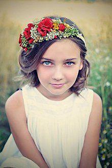 zuzig - Flowers in the hair. Folklore, Flowers, Hair, Fashion, Moda, Fashion Styles, Royal Icing Flowers, Fashion Illustrations, Flower