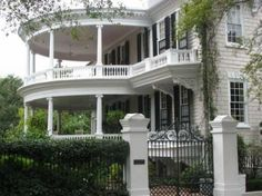 Double round porch