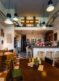 Ένα bistro έκπληξη στο Ντεπώ | Parallaxi Magazine Bar, Table, Furniture, Home Decor, Decoration Home, Room Decor, Tables, Home Furnishings, Home Interior Design