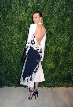 Karlie Kloss attends the 13th Annual CFDA/Vogue Fashion Fund Awards held at Spring Studios on November 7 2016 in New York City PHOTOGRAPH BY...