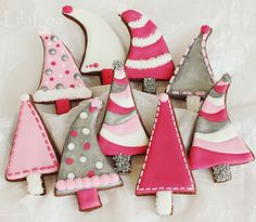 Pink Christmas Tree Cookies - The Art of the Cookie Christmas Tree Cookies, Pink Christmas Tree, Iced Cookies, Cute Cookies, Christmas Sweets, Noel Christmas, Christmas Goodies, Cookies Et Biscuits, Holiday Cookies
