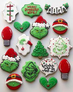 christmas cookies grinch Weihnachtspltzchen Holiday who-be what-ee Holiday who-be what-ee Snowflake Christmas Cookies, Christmas Sugar Cookies, Holiday Cookies, Holiday Treats, Christmas Treats, Gingerbread Cookies, Grinch Christmas, No Bake Sugar Cookies, Iced Cookies