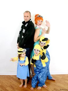 Family Halloween costume: Despicable Me Family costume ideas - Despicable Me Halloween costumes with Gru, Lucy and minions Disney Family Costumes, Sibling Costume, Cute Couple Halloween Costumes, Looks Halloween, Hallowen Costume, Halloween Kids, Halloween Party, Costume Ideas, Halloween Couples
