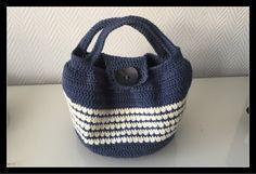 Kostenlose Häkelanleitung runde Tasche Sac rond à motif crochet gratuit Bag Crochet, Crochet Gratis, Free Crochet, Knitting Patterns, Crochet Patterns, Knitting Tutorials, Round Bag, Wearable Device, Knitted Bags