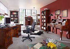 Büro der OXFORD-Serie. Der Kolonialstil vereint gekonnt klassische Elemente und kulturelle Einflüsse aus Asien und Afrika. Die wunderschöne Maserung der indischen Akazie ist in einem dunklen, warm schimmernden Nougatfarben lackiert. #möbel #holz #massivholz#wood #wooddesign #office #buero #holztisch #arbeitszimmer #study #interior #home #decor #einrichtung #furniture #storage #ideas #akazie #acacia #kolonialstil #colonialstyle #massivmoebel24