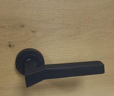 manillas pull en acabado antracita mate. Door Handles, Home Decor, Graphite, Hardware Pulls, Door Knobs, Decoration Home, Room Decor, Home Interior Design, Home Decoration