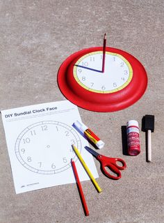 Make a paper plate Sun Dial - get the FREE PRINTABLE template from Schools out around here, and we are on the hunt for fun, summer activities to keep the kids busy. Read moreHow to Make a Sundial + Summer Activities Kid Science, Summer Science, Teaching Science, Science Activities, Science Projects, Science Experiments, Summer School Activities, Diy Projects, Space Activities