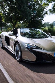 The McLaren held the world record for the fastest production car in the world for many years. The car was first produced in 1992 and still looks great today. Audi, Porsche, Maserati, Bugatti, Mclaren Sports Car, Jaguar, Dream Cars, Mclaren 650s, Convertible