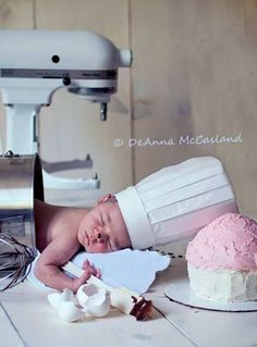 Baby girl or boy sleepy pastry chef  Toni Kami ~•❤• Bébé •❤•~ Darling baby photography DYI