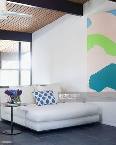 Actress <a gi-track='captionPersonalityLinkClicked' href=/galleries/search?phrase=Robin+Tunney&family=editorial&specificpeople=217771 ng-click='$event.stopPropagation()'>Robin Tunney</a>'s house in Los Angeles, CA. An oversized chaise for reading. Published image.