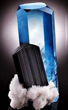 Aquamarine with Schorl Minerals And Gemstones, Rocks And Minerals, Natural Gemstones, Aquamarines, Cool Rocks, Sticks And Stones, Mineral Stone, Summer Street, Rocks And Gems