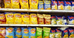 Take a walk down the chips aisle at the grocery store, and you face an intimidating amount of snack food choices. With so many products on the market Healthy Chips, Healthy Snack Options, Healthy Fruits, Healthy Snacks For Kids, Healthy Eating, Real Food Recipes, Snack Recipes, Chips Brands, Healthy Potatoes