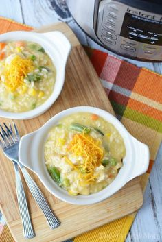 Pressure cooker chicken and rice casserole recipe made in our Instant Pot or Ninja Foodi is the best creamy dinner ever! Family favorite and so easy to do. Pressure Cooker Chicken, Slow Cooker Soup, Instant Pot Pressure Cooker, Pressure Cooker Recipes, Pressure Cooking, Campbells Chicken And Rice, Chicken Rice, Orange Chicken, Cheesy Chicken