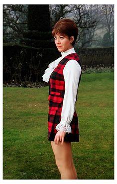 Linda Thorson as Tara King in the Avengers The Avengers, The Original Avengers, Dressy White Blouses, Diana Riggs, Tara King, Emma Peel, School Girl Dress, Vintage Television, Canadian Actresses