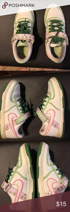 Nike sneakers Nike sneakers 4.5Y Nike Shoes Sneakers