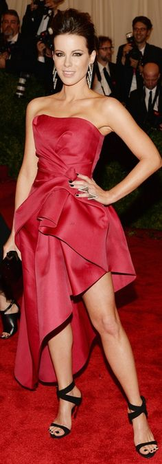 Kate Beckinsale in Alberta Ferretti dress, Giuseppe Zanotti heels, Lorraine Schwartz jewelry, and Edie Parker clutch at the 2013 MET Gala
