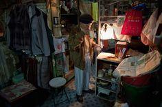 http://www3.pictures.zimbio.com/gi/Leung+Shu+Hong+Kong+Cage+Home+Residents+Struggle+g90a9IoNZgRl.jpg