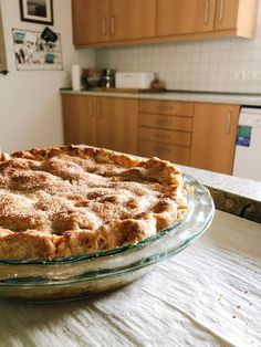 My new favorite apple pie recipe from Anna Olson. A fool-proof pie crust recipe with a secret ingredient to ensure no soggy bottoms. Anna Olson, Apple Pie Recipes, Baking Recipes, Perfect Apple Pie, Just Pies, Pie Crumble, Cooked Apples, Crust Recipe, Food Network Recipes