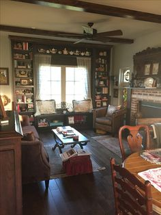 Every english cottage has books, books and more books. Cross Iron Cottage is a self catering luxury cotttage located in the countryside of Arkansas.